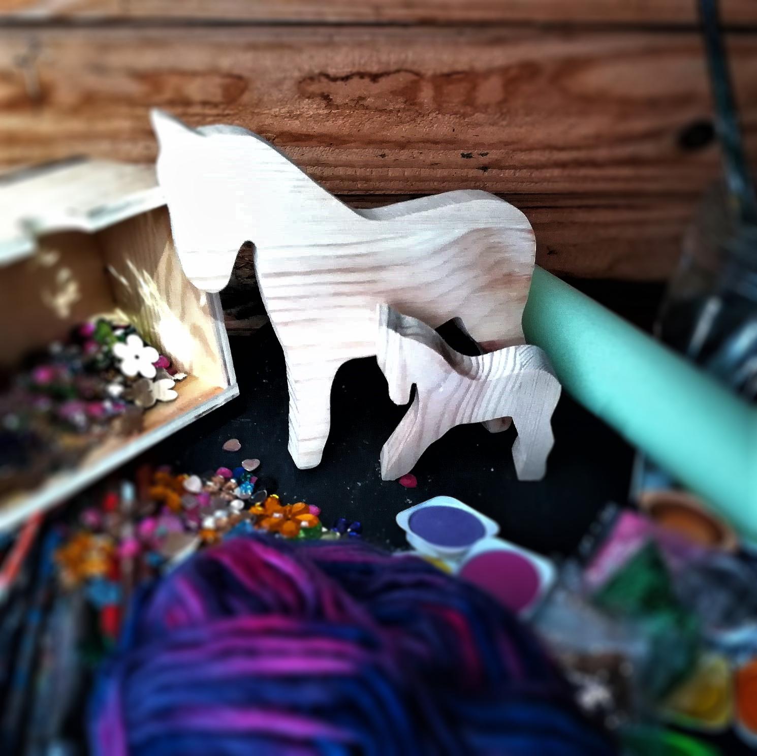Das Pferd mit Fohlen (2)